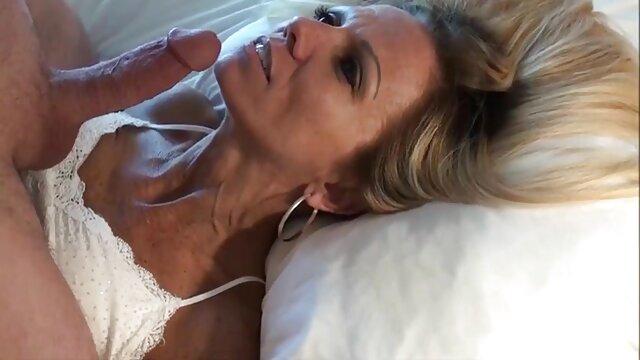 Vier Teen Girls im Bett erotischste filme kostenlos