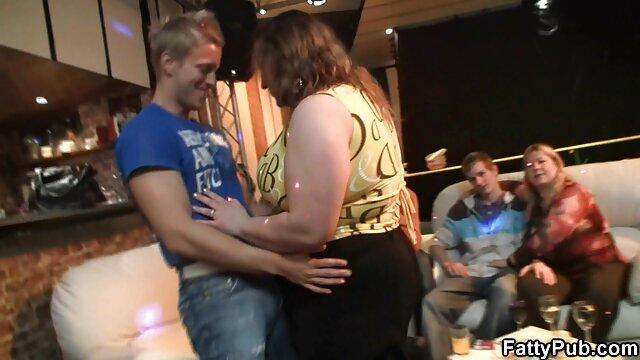 Leckere Brünette deutsche gratis erotikfilme nimmt schwarzen Schwanz