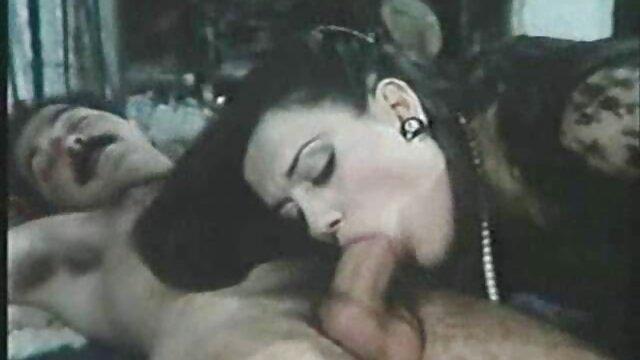 Winziger Schwanz wird in der Badewanne gratis erotikfilme ansehen serviert