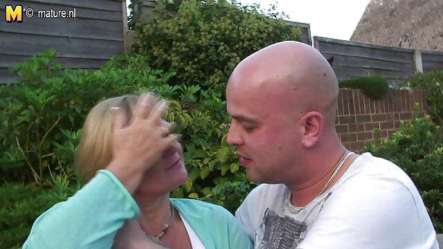 Verschwenderische erotikfilme kostenlos schauen Dame, die einen Hahn mit Strumpfhosen reitet