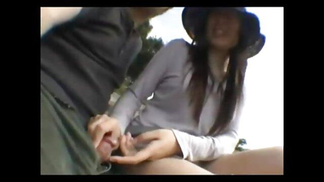 Süße Asiatin saugt gratis erotische liebesfilme ihr U-Boot